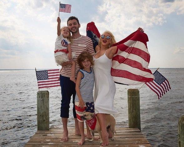 Звезды с размахом отметить День независимости США
