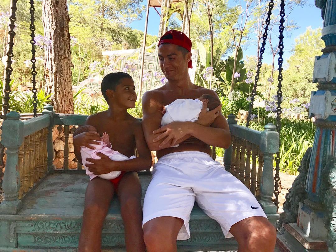 Роналду дети близнецы фото