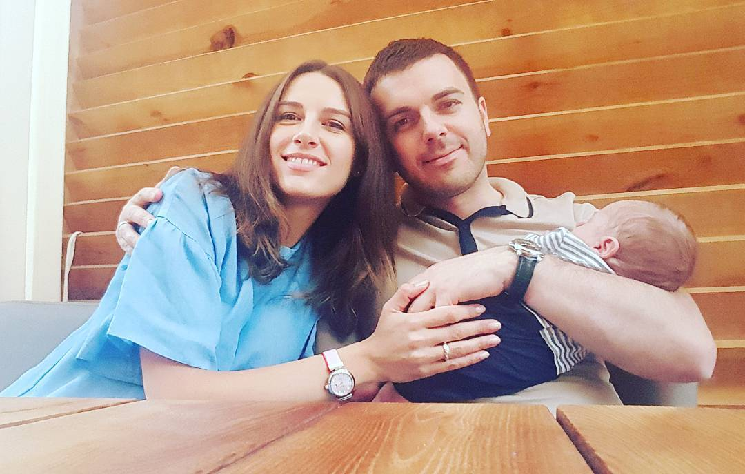 Григорий Решетник и его жена покрестили новорожденного сына