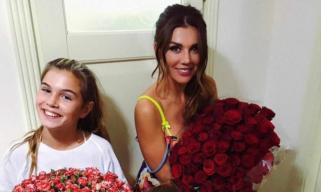 Вместе веселее: Анна Седокова тренируется в спортзале со своей старшей дочерью