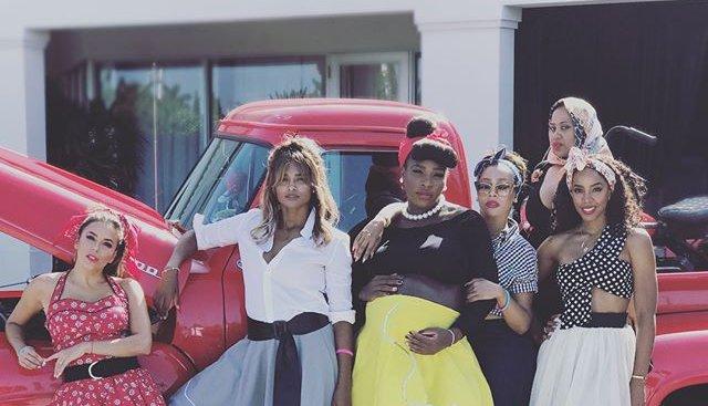 В стиле ретро: Ева Лонгория, Келли Роуленд, Сиара на вечеринке Серены Уильямс в честь будущего ребенка