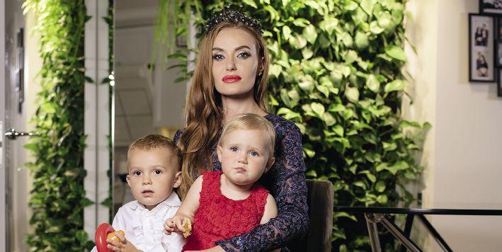 Слава Каминская со своими детьми – сыном Леоном и дочкой Лаурой