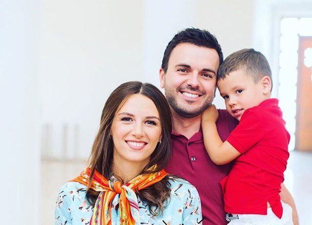 Мужская команда: Григорий Решетник позирует с сыновьями