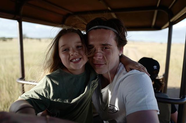 Взрослая и такая милая: Бруклин Бекхэм опубликовал новое фото сестрички Харпер