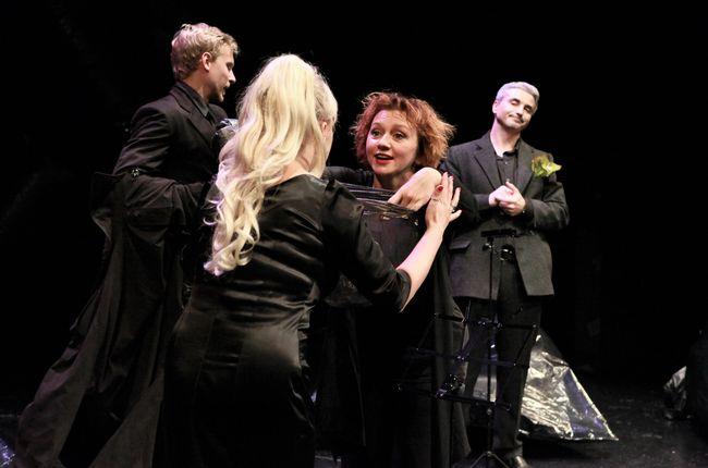 В Молодом театре состоится премьера спектакля Резня с Риммой Зюбиной и Ирмой Витовской
