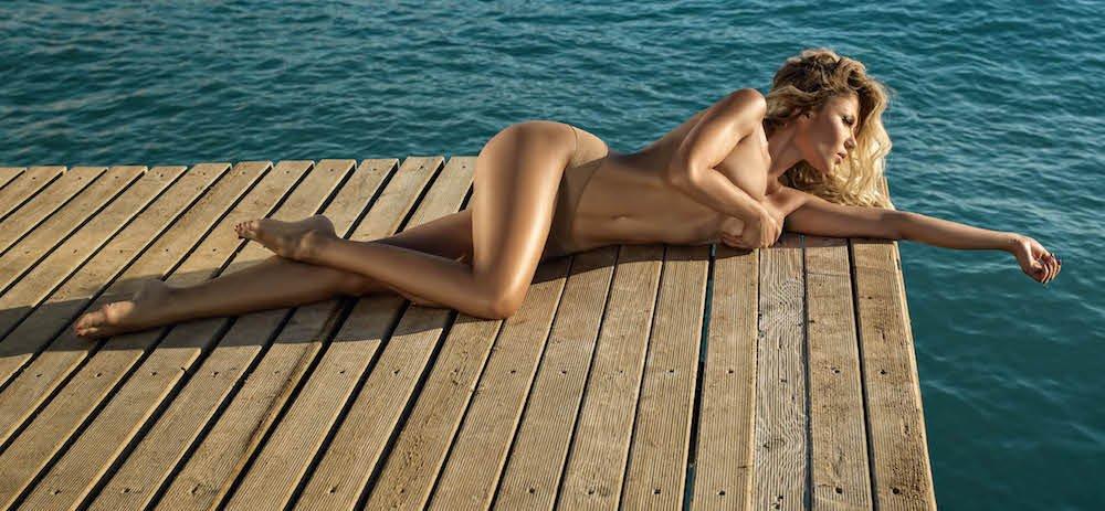Алена Омаргалиева впервые обнажилась для съемки в глянце