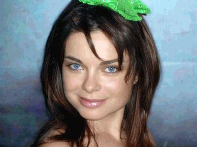 Наташа Королева с зеленой хренью на голове