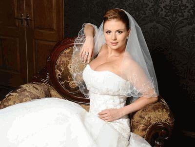 Анна Семенович в свадебном платье