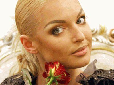 Анастасия Волочкова косит зеленым глазом