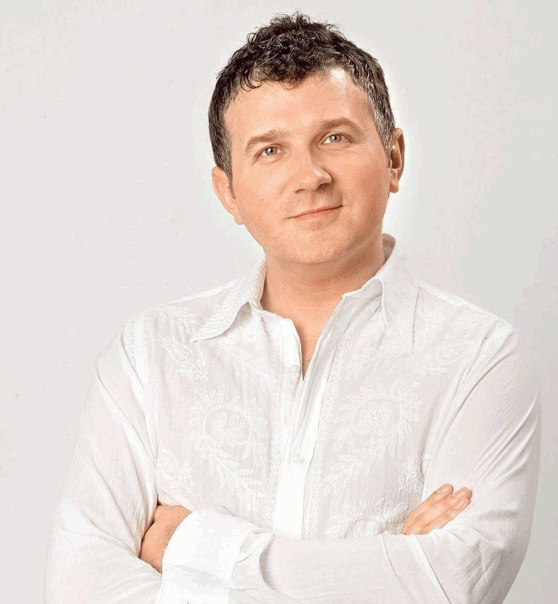 Юрий Горбунов в беленькой рубашке