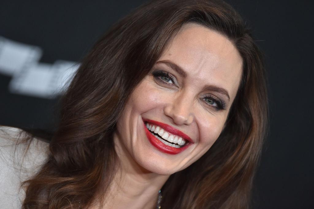 Анджелина Джоли вышла в свет в эксклюзивном платье Elisabetta Franchi