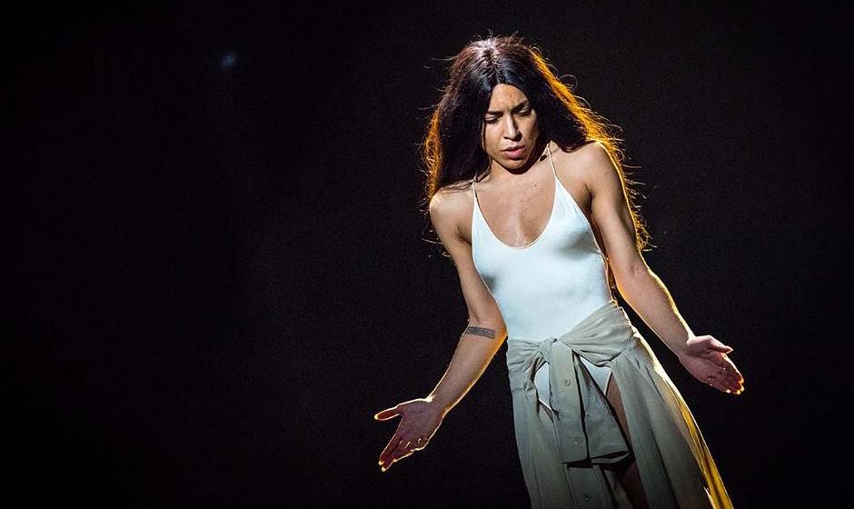 """Победительница """"Евровидения-2012"""" Loreen обрезала свои длинные волосы и стала лысой"""