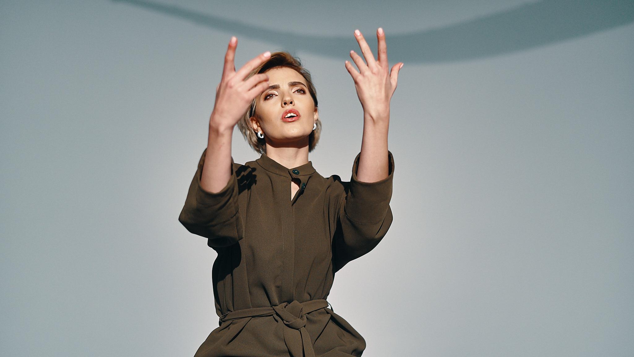 Оля Диброва представила дебютное видео
