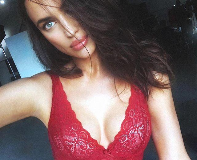 Горячо: в сеть попали постельные фото голой Ирины Шейк