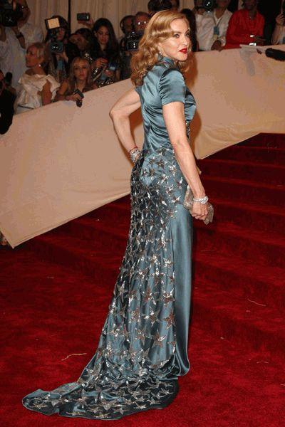 Мадонна в красивом платье