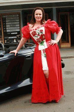 Руслана Писанка в красном платье