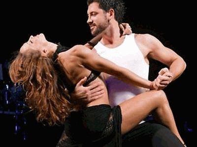 Максим Чмерковский с бабой в танце