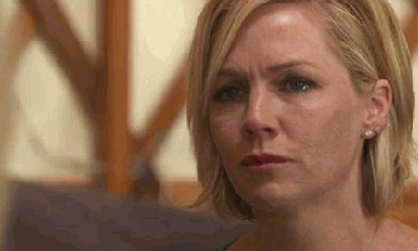 Дженни Гарт плачет