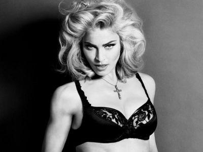 Мадонна продолжает эпатировать публику (ФОТО)
