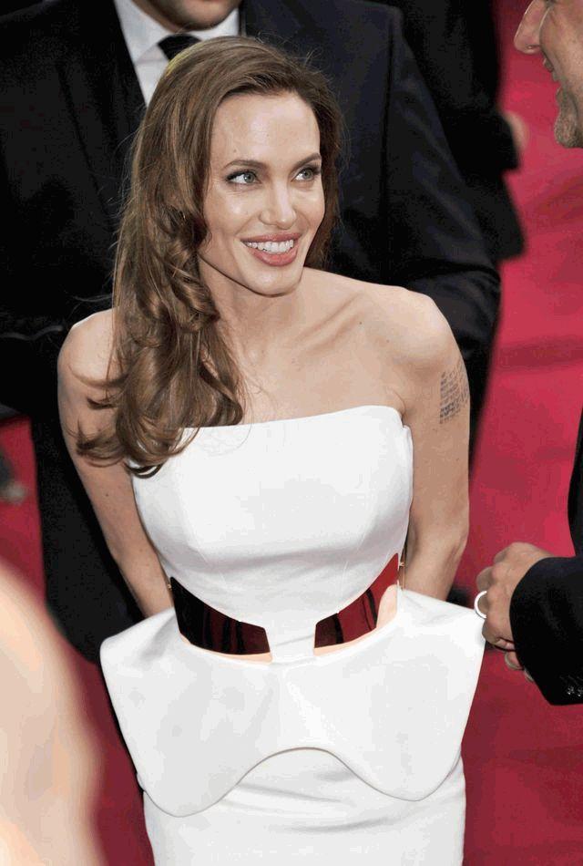 Анджелина Джоли после операции 2