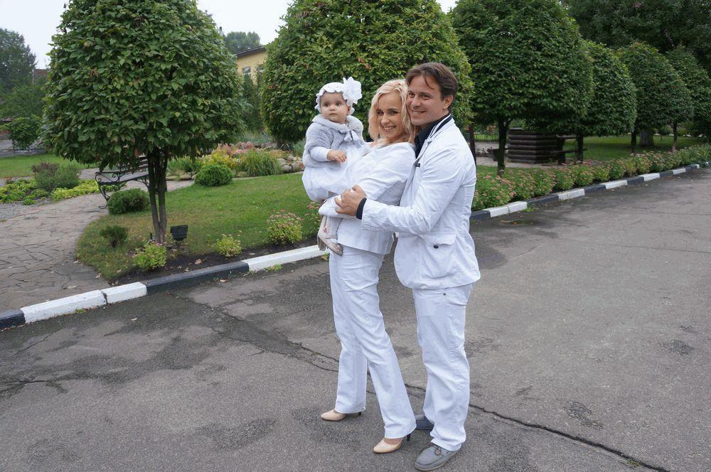Лилия Ребрик с дочкой и мужем
