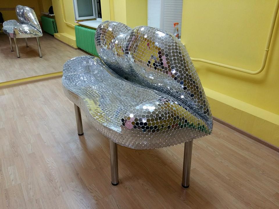 Оля Полякова купила рояль в форме своих губ за 200 000 грн
