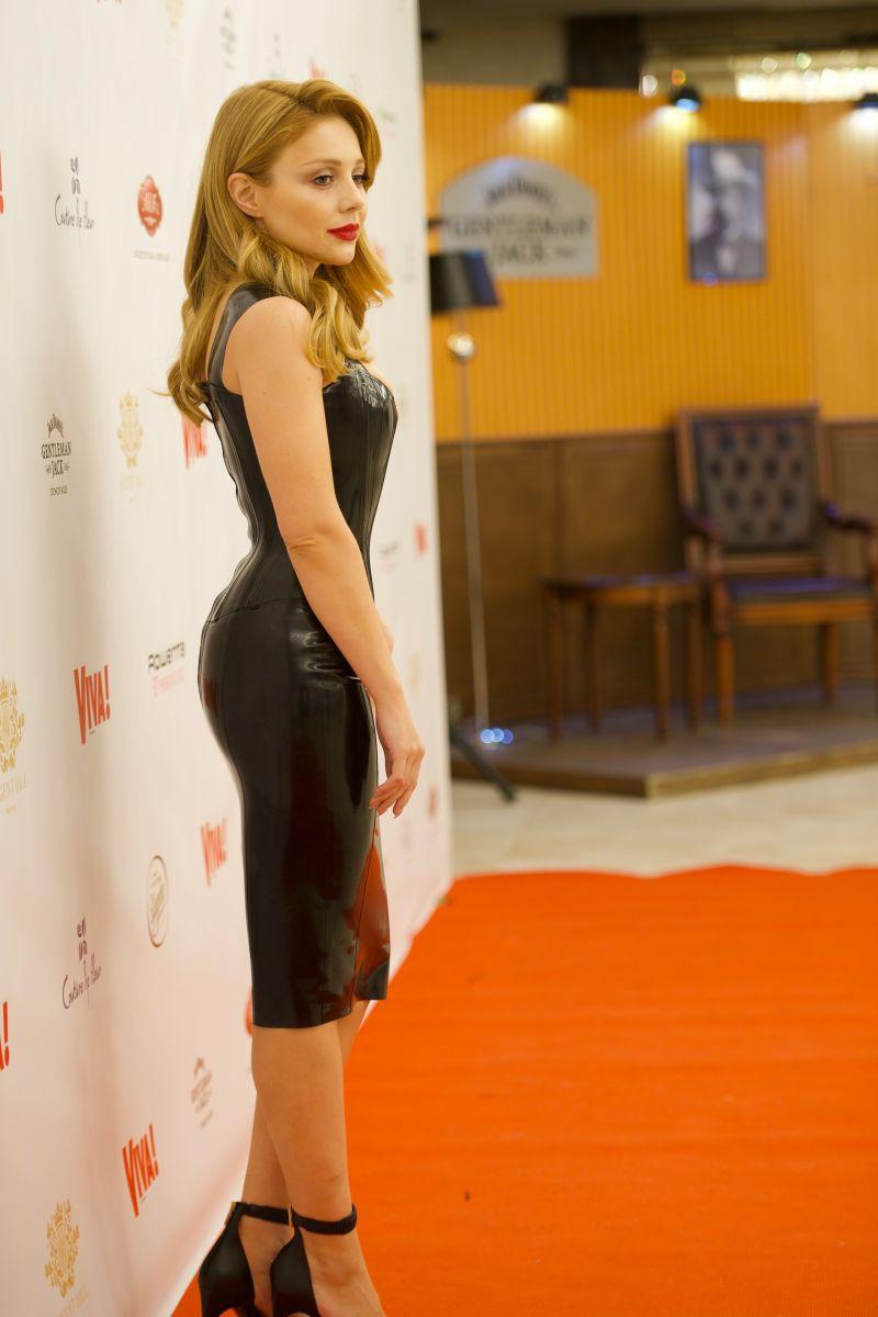 Топ-5 латексных платьев Тины Кароль (фото) Ким Кардашьян в Красном Платье
