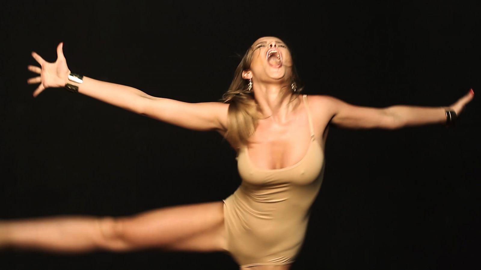 Танцующие голые дефки