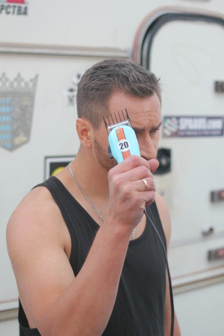 Лидер группы СКАЙ Олег Собчук побрился наголо и снялся с солисткой Real O