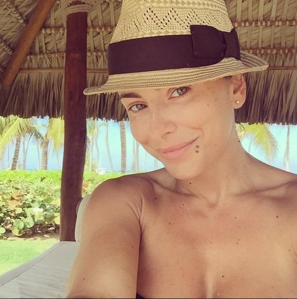 Ани Лорак показала откровенные фото в купальнике и без грамма макияжа