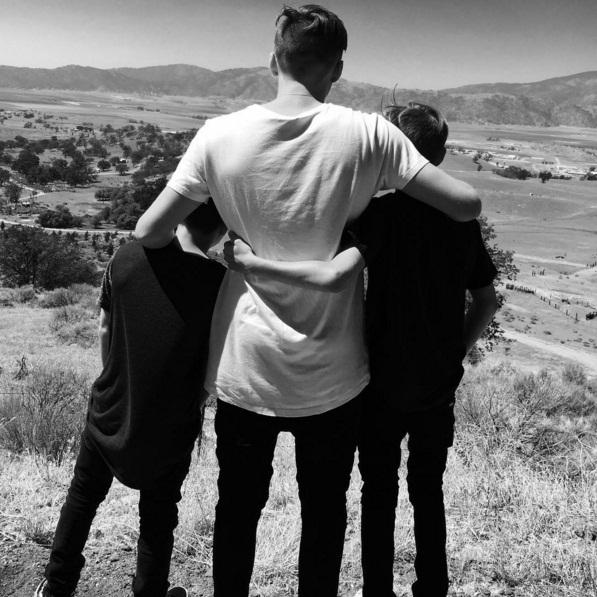Дэвид Бекхэм поделился трогательным фото с сыновьями и дочерью