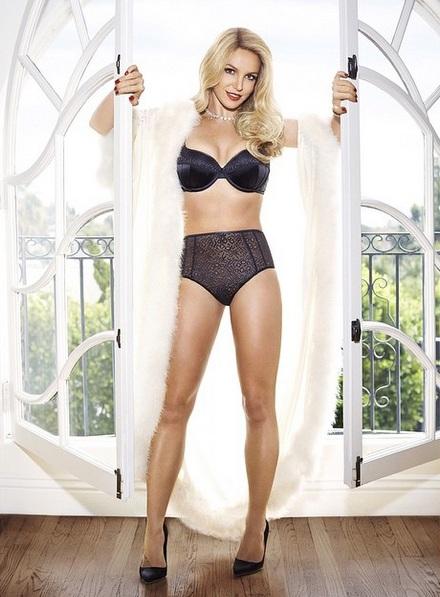 Бритни Спирс шокировала пышной фигурой в купальнике