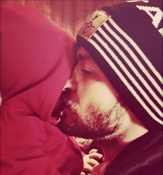 Папины поцелуи: Джастин Тимберлейк позирует с маленьким сыном