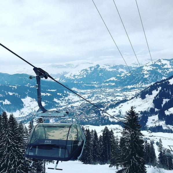 Веселые каникулы: Линдсей Лохан развлекается на горнолыжном курорте