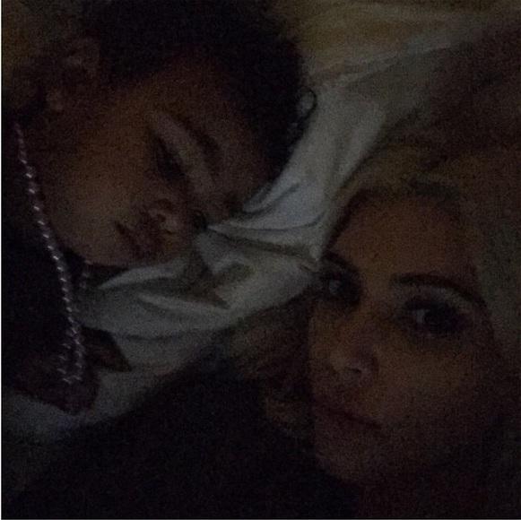 Ким Кардашьян показала личные фотоснимки в постели