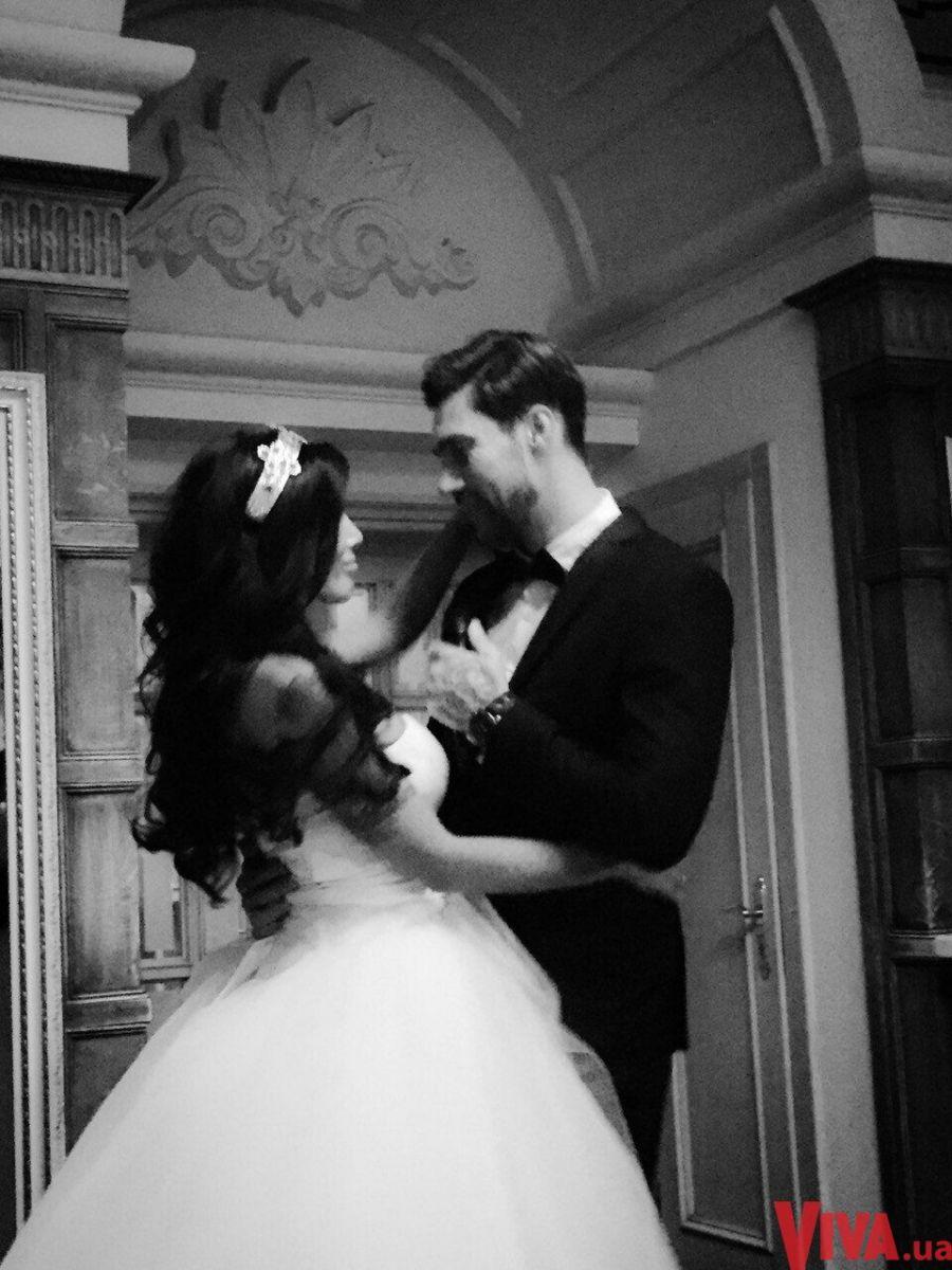 Звезда Х-фактора Олег Кензов снова женился: фото со свадьбы