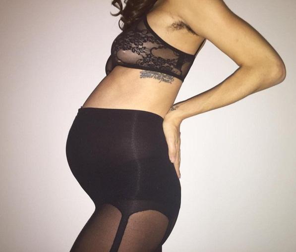 Скандальный Терри Ричардсон опубликовал обнаженное фото своей беременной девушки