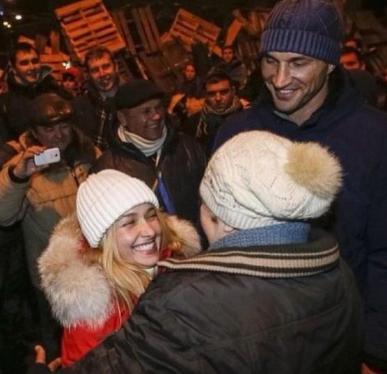 Неожиданно: Хайден Панеттьери опубликовала свое фото с Евромайдана