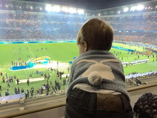 Болеем за папу: Шакира поделилась трогательным фото сына с матча Жерара Пике