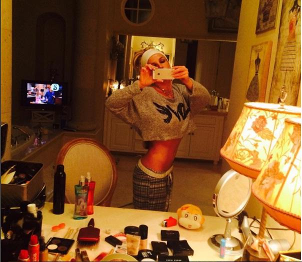 Бритни Спирс показала подтянутую фигуру, позируя в ванной