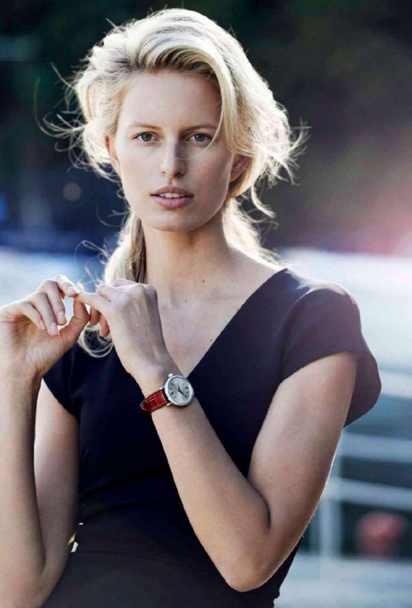 Каролина Куркова появилась в новой фотосессии без макияжа