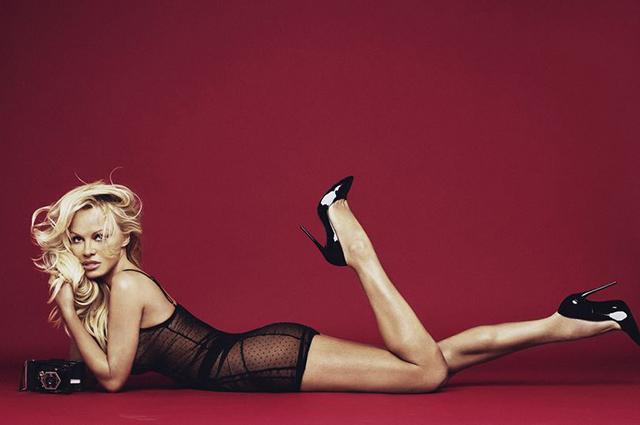 Королева соблазна: Памела Андерсон оголилась для рекламы нижнего белья