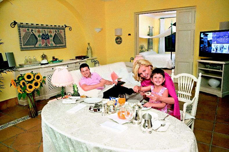 Владимир Зеленский с женой и дочкой фото