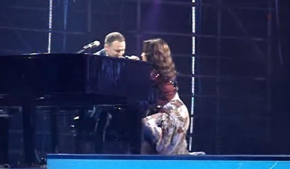 Не удержалась: София Ротару упала на сцене во время концерта Руслана Квинты