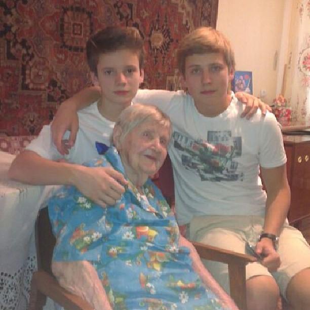 Валерия сыновья бабушка семья фото
