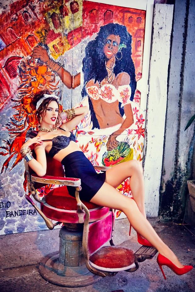 Алессандра Амбросио демонстрирует сексуальную фигуру