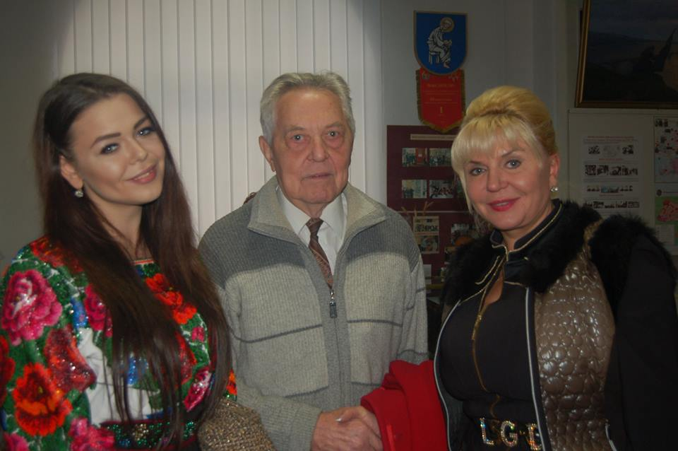 Алина Гросу развлекает избирателей концертами
