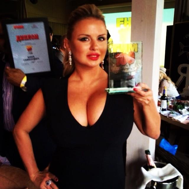Анна Семенович грудь