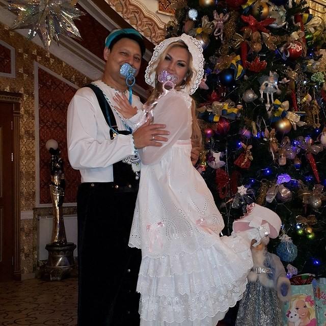 Камалия и Мохаммад Захур смешно нарядились на Новый год!