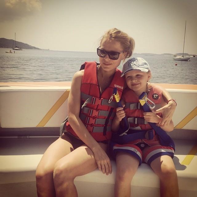 Ольга Фреймут с дочерью на отдыхе